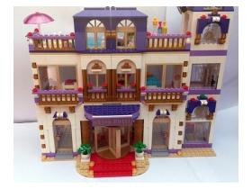 ... městečku Heartlake  LEGO® Friends 41101 Hotel Grand v městečku Heartlake . 9fb84808006